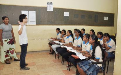 スリランカの学生に日本語を教えるボランティア